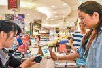 Tutto sta succedendo molto rapidamente: nel giro degli ultimi 5 anni, 500 milioni di consumatori hanno iniziato a comprare online in Cina.