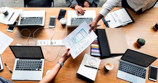 Il Digital Strategist padroneggia i canali digitali sia in termini di funzionamento che di business