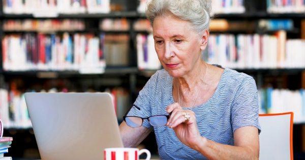 Gli over 60 utilizzano molto i social network