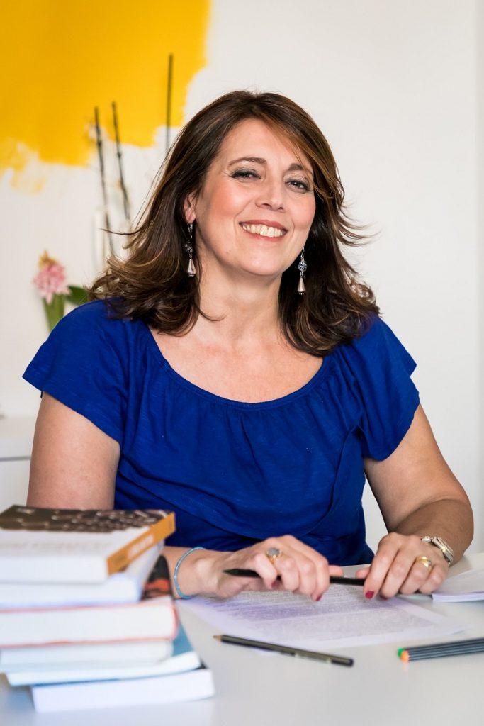 Alessandra Perotti aiuta le persone con la scrittura