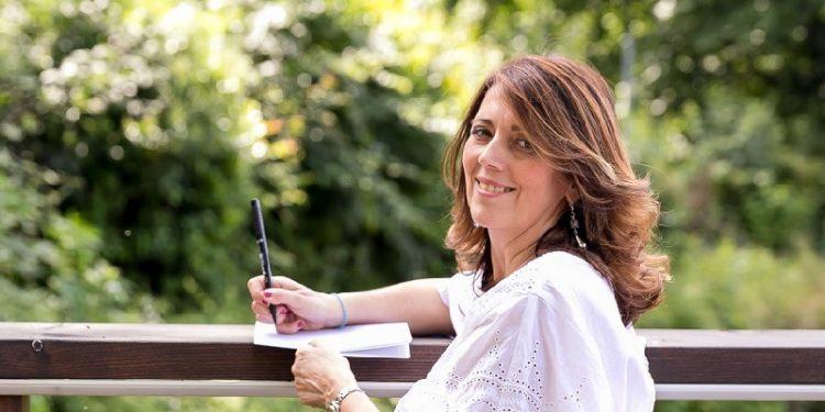 Alessandra Perotti collabora con case editrici e testate giornalistiche, occupandosi di recensioni letterarie ed eventi culturali.