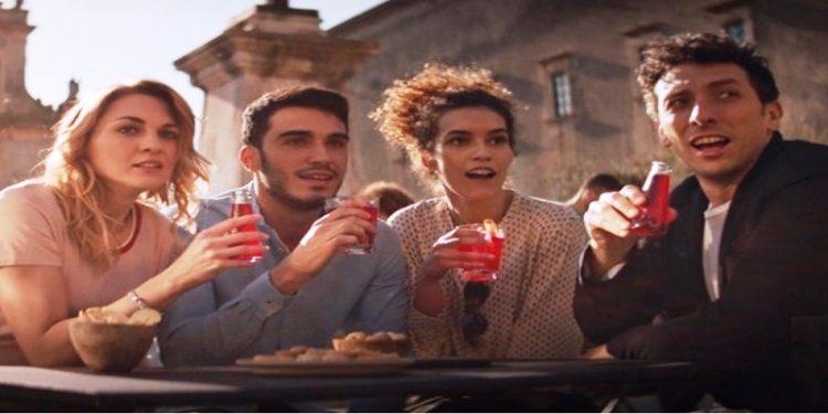 """Campari Soda lancia la nuova campagna per l'aperitivo """"senza etichette"""""""
