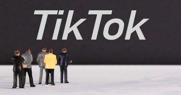 TikTok è una piattafforma digitale che stimola e aiuta l'espressione creativa, incoraggiando gli utenti a condividere le proprie passioni